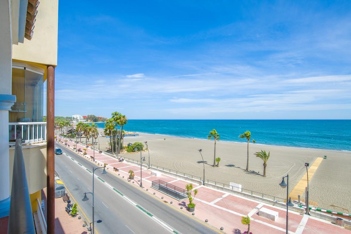 Frontline beach apartment in Estepona