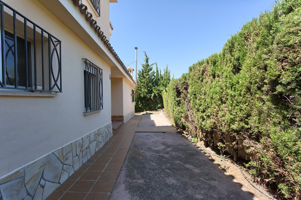Villa in Mijas Costa to reform