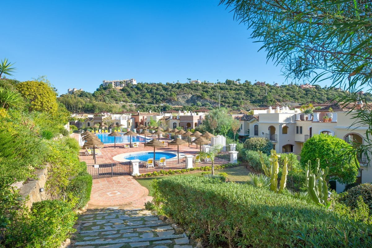 Apartment in Las Jacarandas Benahavis