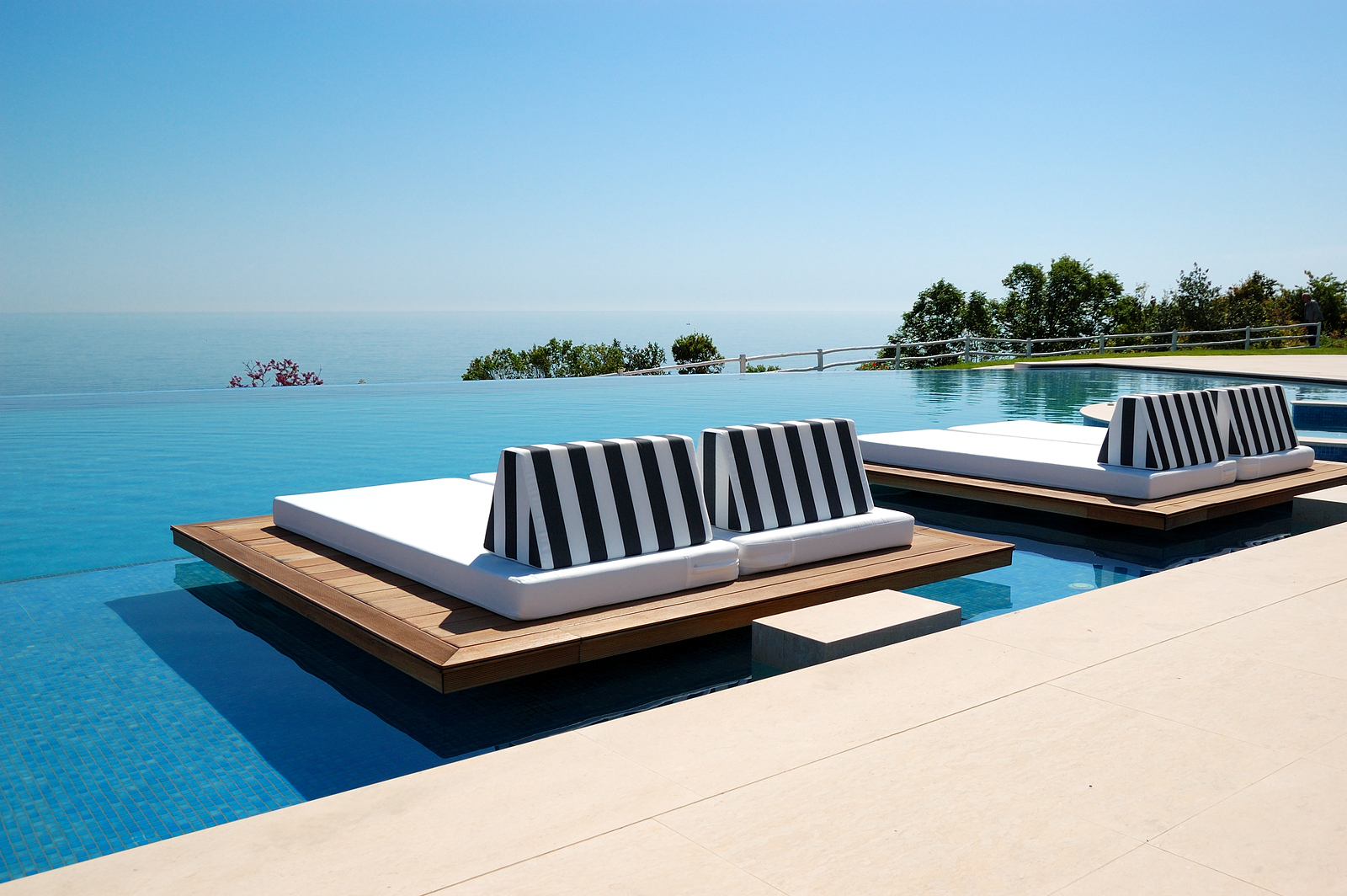 Luxe villa Infinity Swimming Pool By Beach At The Modern Luxury Hotel, Pier