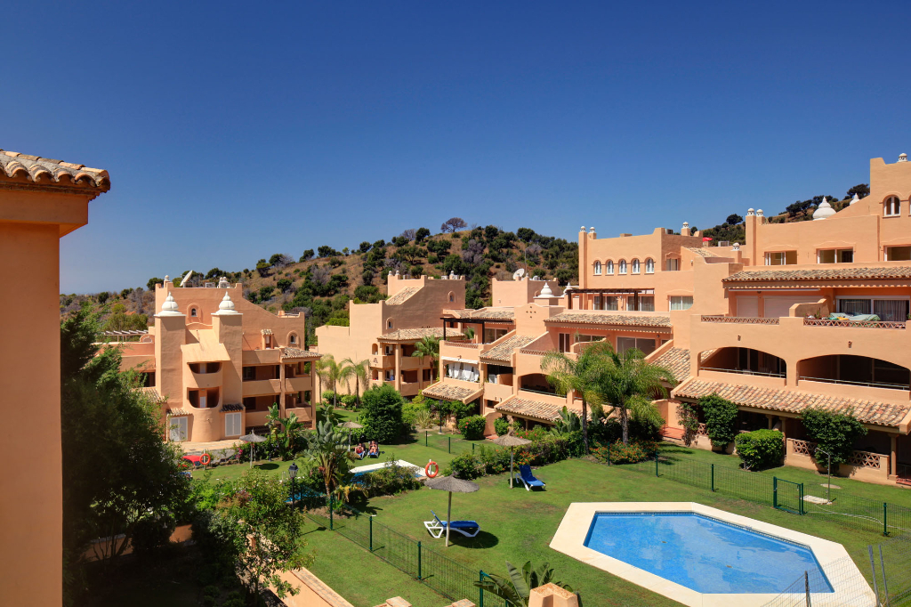 The Retreat at Santa Maria Village (apartments in Elviria, Marbella) width=