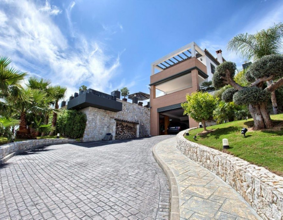Luxury villa in Benalmadena