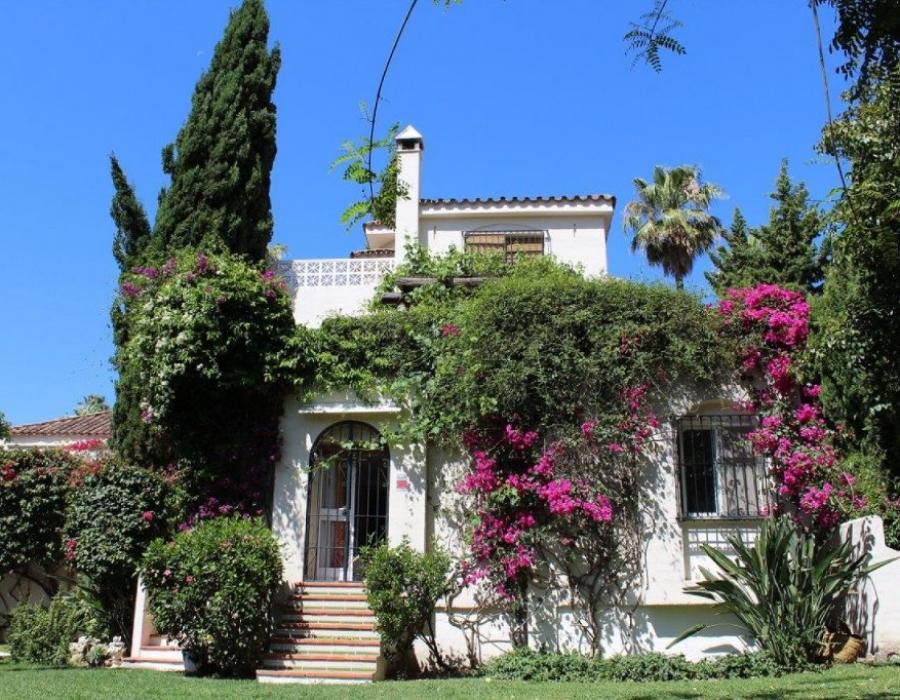 Villa in Marbella (los Naranjos, Nueva Andalucia)
