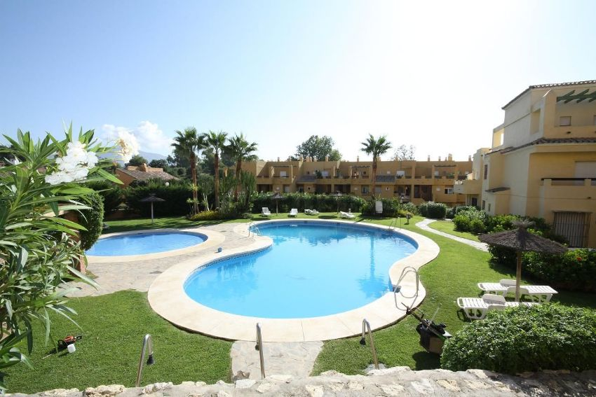 Duplex penthouse apartment in urbanization Los Cartujanos - Guadalmina Alta - Marbella