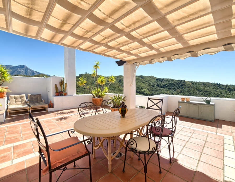 Duplex penthouse for sale in Benahavis Lomas de la Quinta