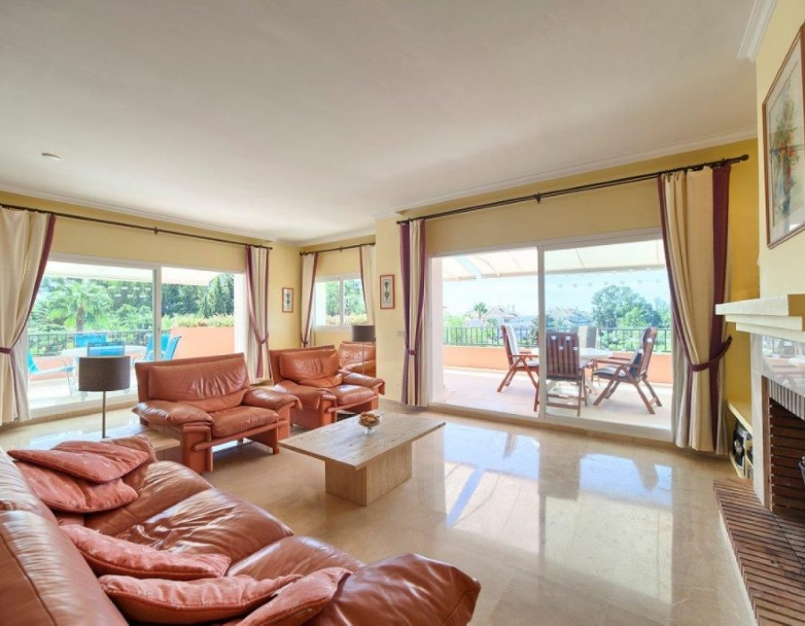 Penthouse for sale in Estepona Park Beach Cancelada
