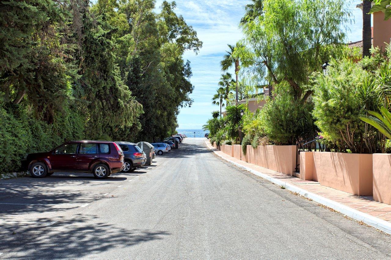 Penthouse for sale in Estepona Park Beach Cancelada