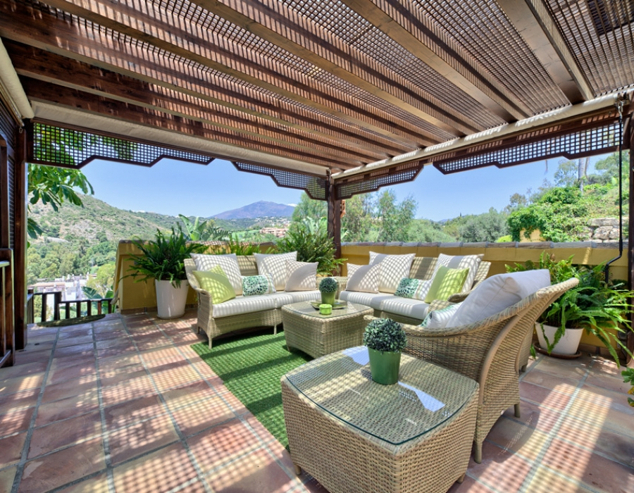 Villa for sale in Benahavis Puerto del Almendro