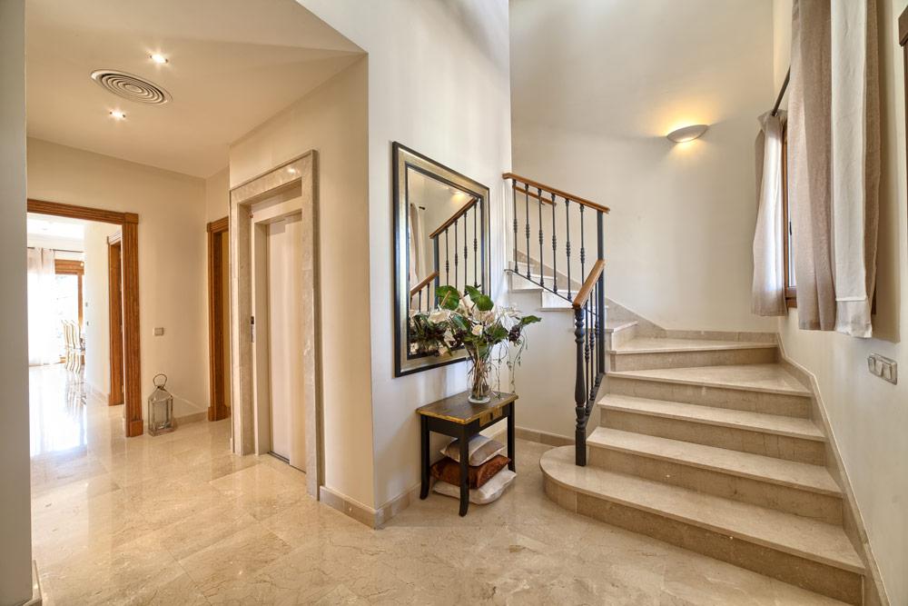 Luxury villa in Benahavis for sale