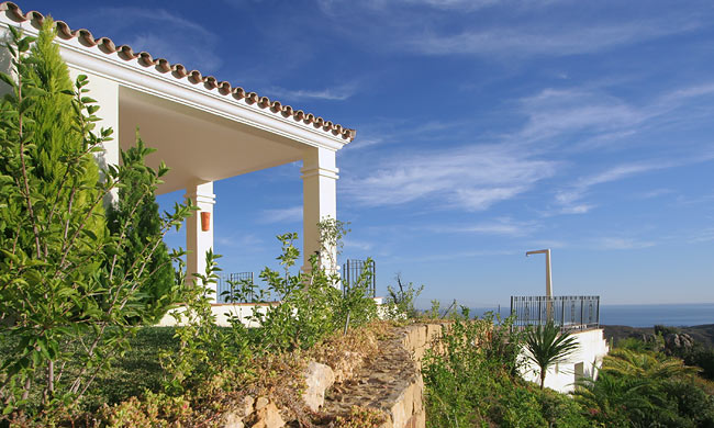 Detached villa in Benahavis for sale (Marbella Club Golf Resort)