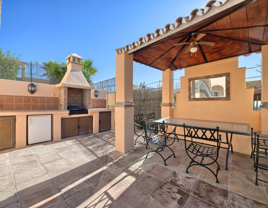 Villa for sale in La Alqueria Benahavis
