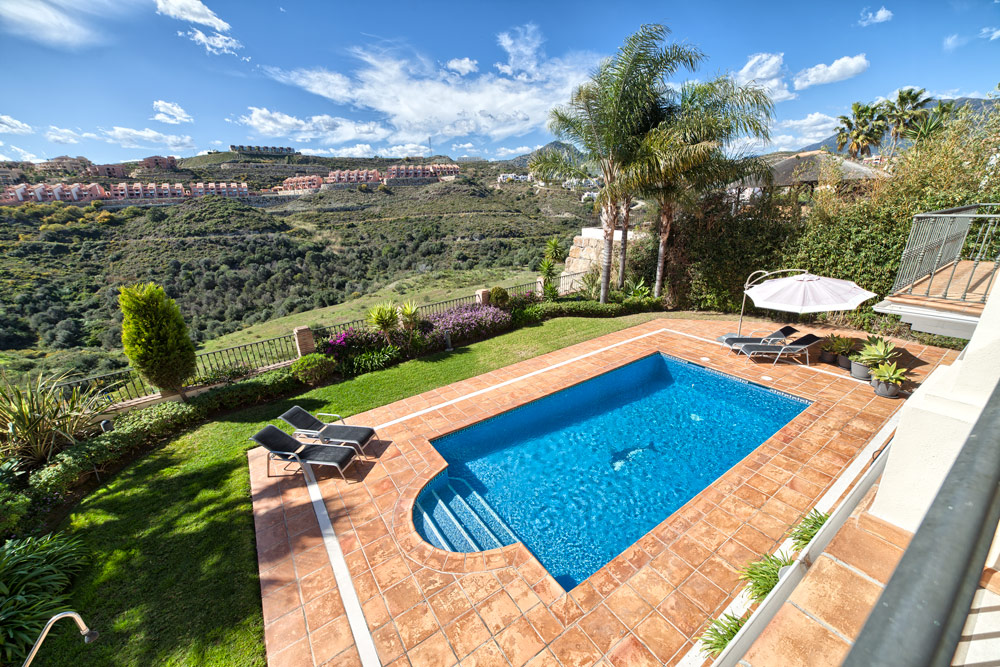 Luxury villa in Benahavis for sale