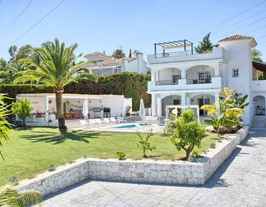 Villa in Nueva Andalucia for sale