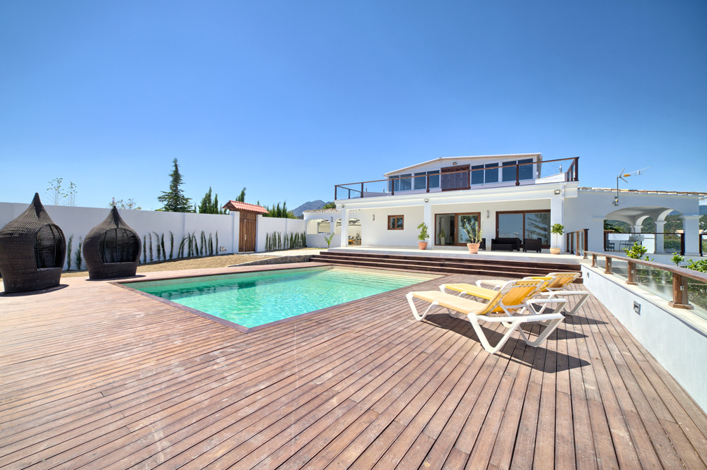 Villa in El Padron for sale (Estepona)