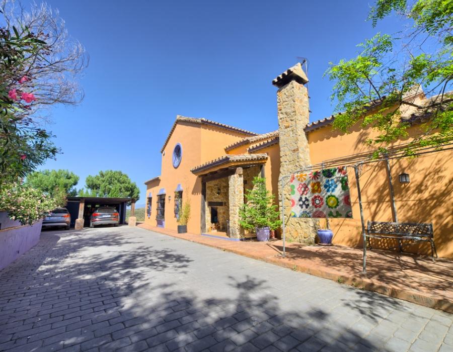 Villa in Puerta de los Reales (Estepona) for sale