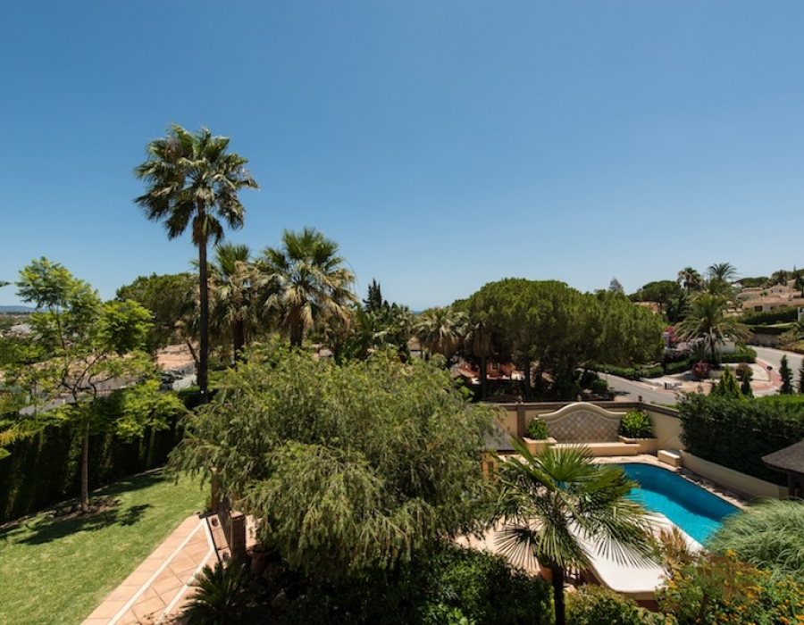 Villa in Las Brisas for sale (Nueva Andalucia - Marbella)