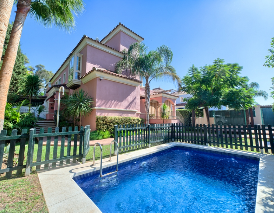 Villa in San Pedro de Alcantara for sale