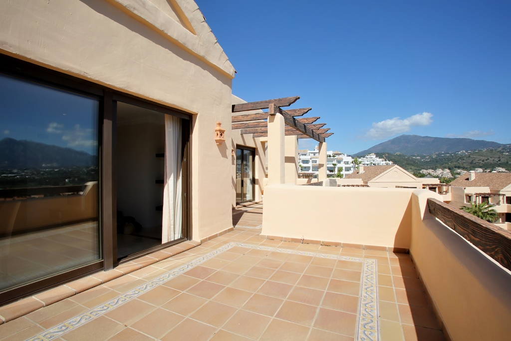 Penthouse in Benahavis for sale (Las Lomas del Conde Luque)