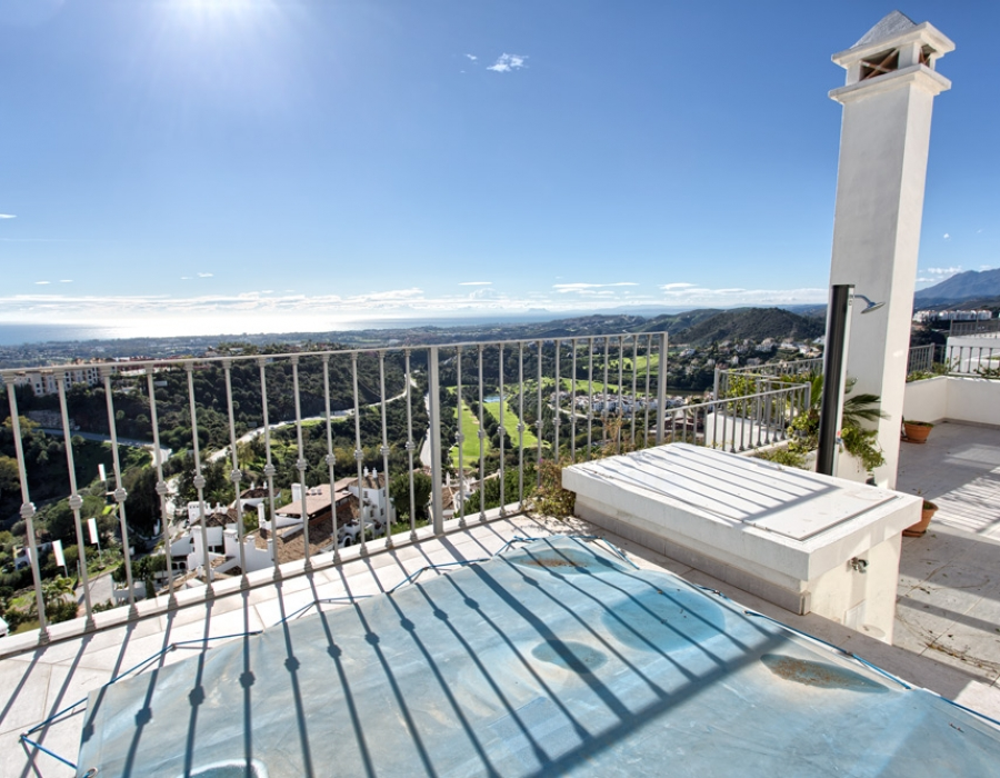 Penthouse in La Heredia Benahavis for sale