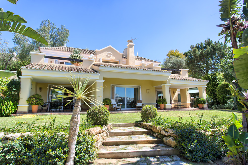Villa in Puerto de los Almendros for sale Benahavis