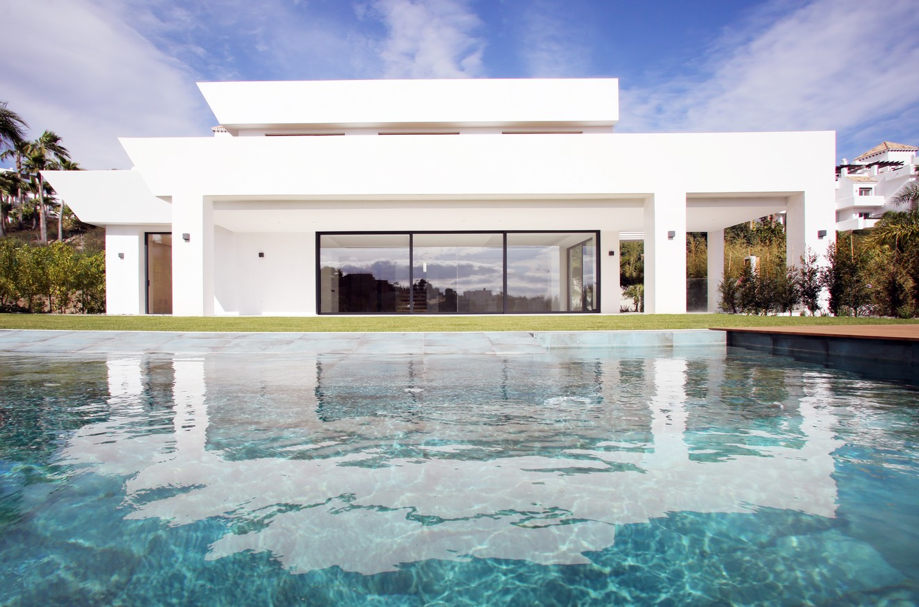 Contemporary villa in Benahavis for sale (La Alqueria)