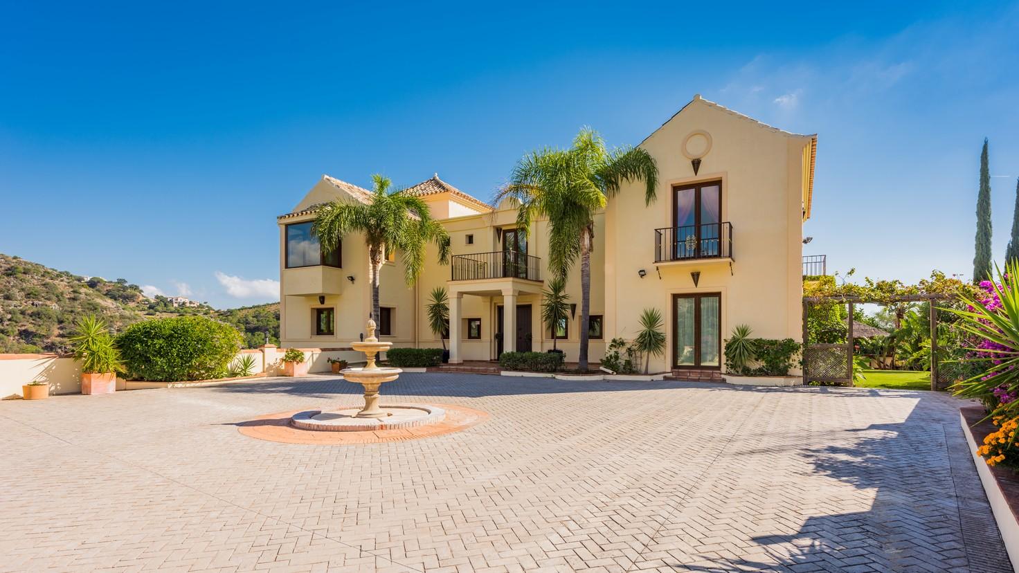 Luxury villa in Benahavis for sale (Monte Mayor)