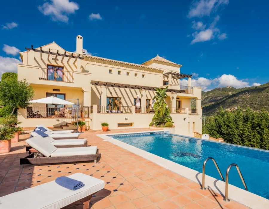 Luxury villa in Benahavis for sale (Monte Mayor)