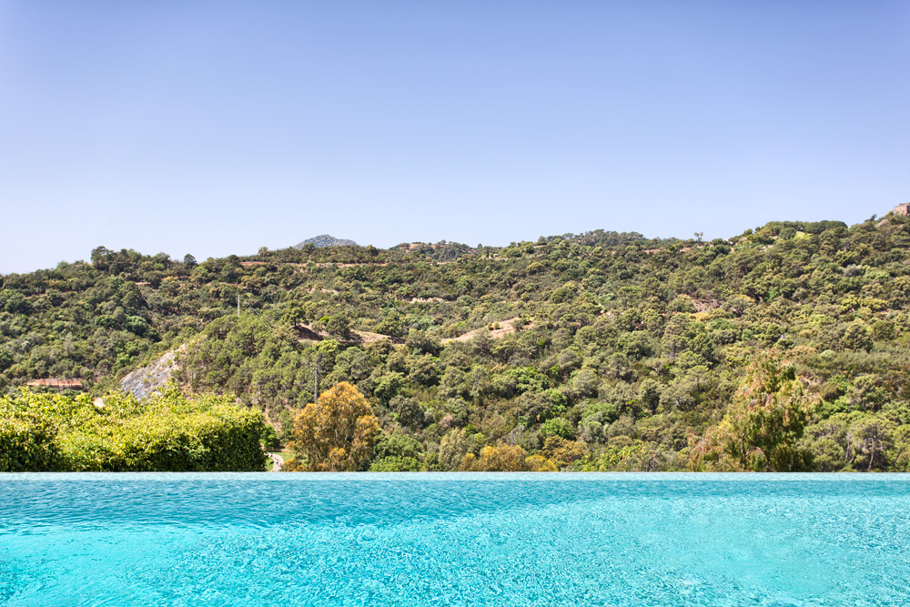 Luxury villa in Los Arqueros for sale (Benahavis)