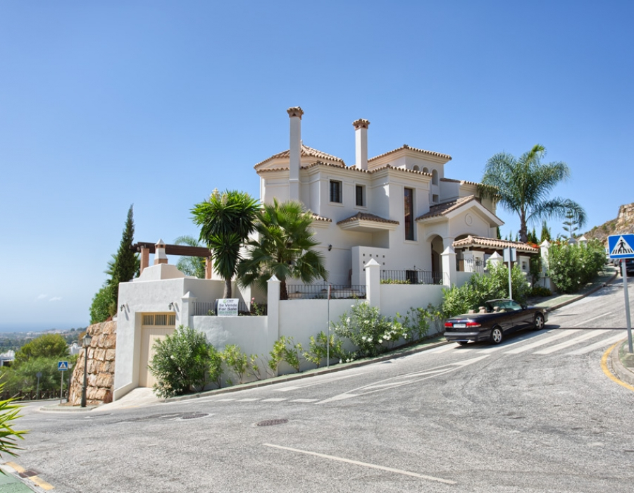 Luxury villa in La Quinta Benahavis for sale