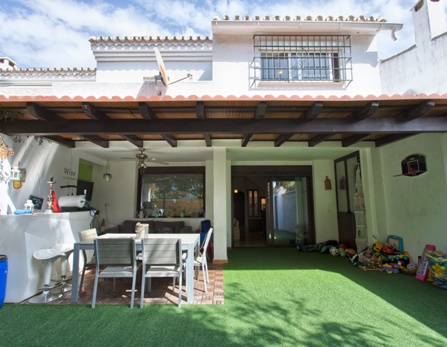 Corner townhouse in San Pedro de Alcantara for sale