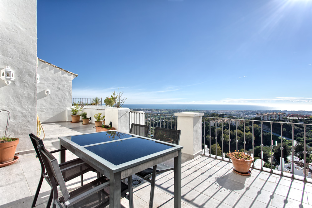 Roof terrace of apartment in Benahavis