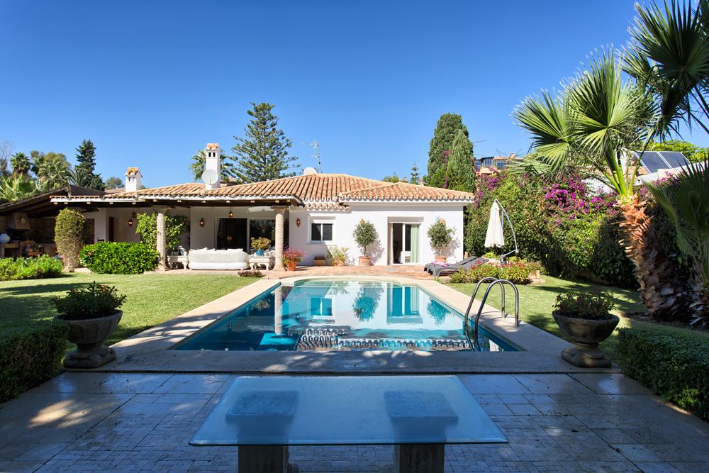 Villa in El Paraiso Barronal - Estepona for sale