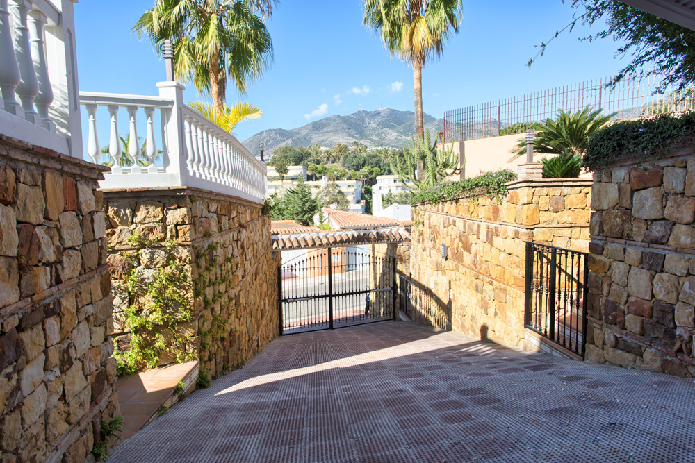 Villa in Torrequebrada Benalmadena Costa for sale