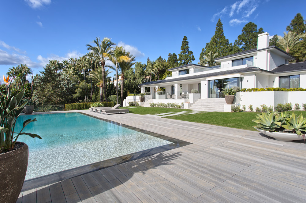 Luxury villa in Marbella Hacienda las Chapas for sale