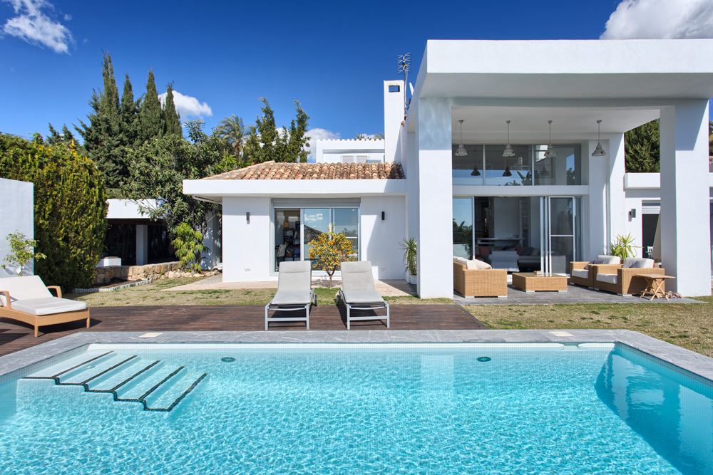 Contemporary villa in Nueva Andalucia Marbella for sale