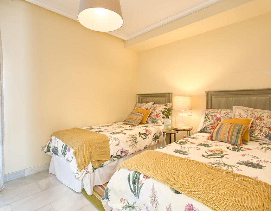 Beach house in Estepona (El Saladillo) for sale