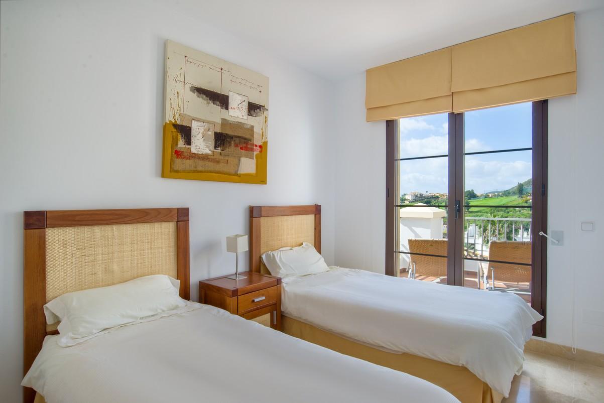 Apartment in Los Arqueros - La Torre - Benahavis for sale