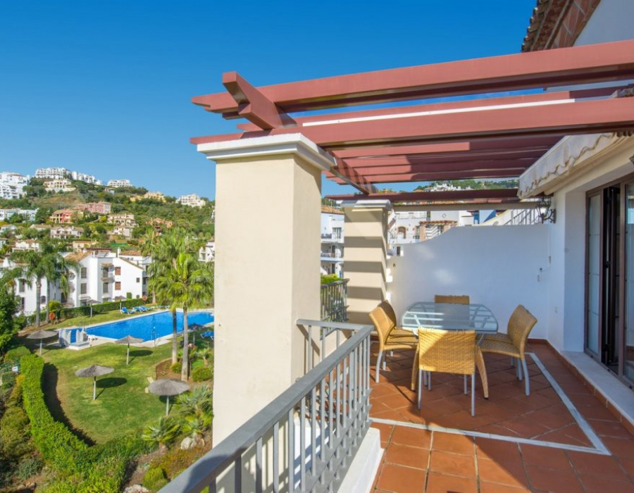 Apartment in Los Arqueros - La Torre - Benahavis for sale