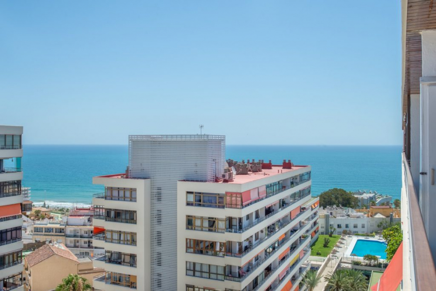 Sea and pool views from the terrace (holiday apartment La Nogalera Torremolinos centre)